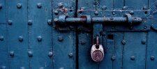 *बन्द दरवाजा*